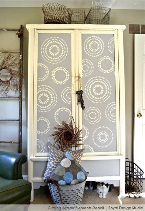 Wardrobe Paint Ideas by Stenciling And Chalk Paint 174 Ideas For Furniture