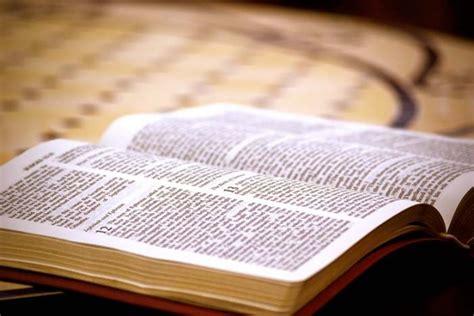 imagenes de jesus leyendo las escrituras pismo święte w okresie wielkanocnym