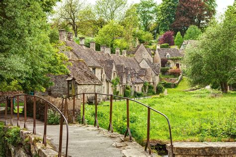 travel guide to bibury visitor information sykes cottages