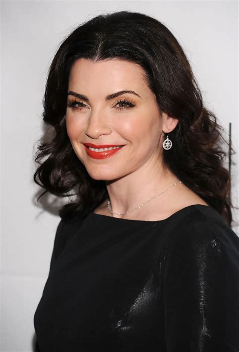 julianne marguilles chop hair julianna margulies red lipstick julianna margulies looks