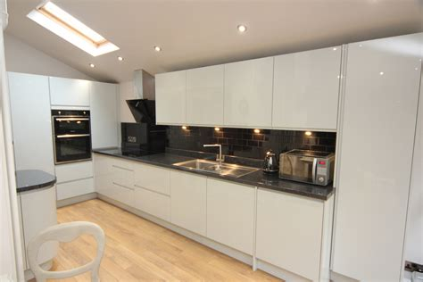 white contemporary kitchen with granite worktops - Contemporary Kitchen Worktops