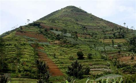Situs Gunung Padang Misteri Dan Arkeologi rahasia alam situs gunung padang di ambil dari gambar