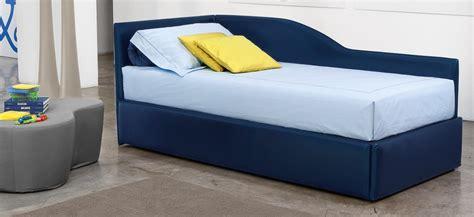 ikea divano letto singolo tendine veneziane traforate da finestra