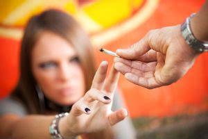 ab wann merkt dass schwanger ist ab wann darf in deutschland rauchen