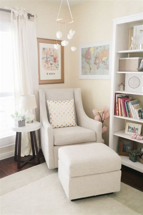 Baby Room Gliders by 17 Best Ideas About Nursery Bookshelf On Baby
