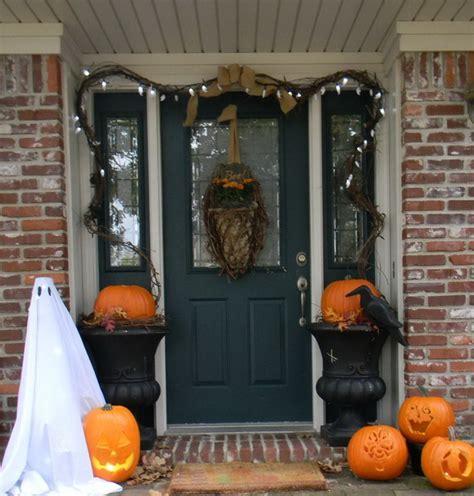 How To Decorate Your Door For Halloween Halloween Door Decorating Ideas