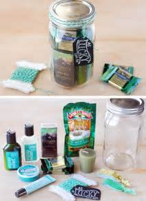 Gift in a jar 30 diy christmas gifts in a jar ideas diy mason jar