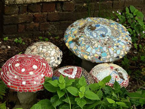 Mosaic Ideas For The Garden 10 Beautiful Diy Garden Mosaic Projects Home Design And Interior