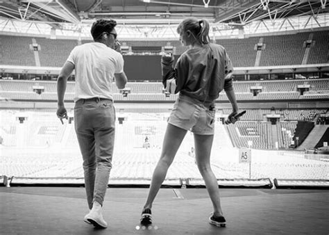 taylor swift and niall horan taylor swift surprises fans with niall horan duet at