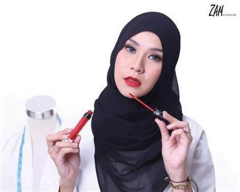 Lipstik Zam bingung milih lipstik coba deh pakai 5 brand dari artis ini dan cocokkan dengan karaktermu