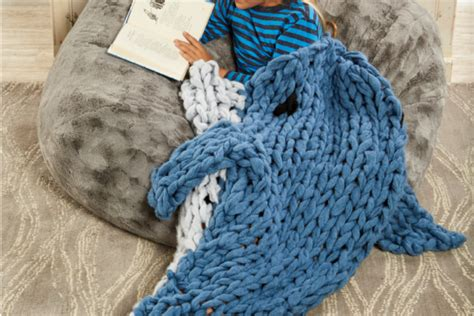 zippy loom creations 20 easy knitting projects books how to loom knit a cowl in 30 minutes with zippy loom