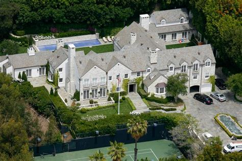 tom cruise house tom cruise sells seven bedroom beverly hills mansion for