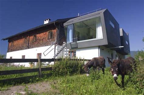 haus außenfarbe haus kaps saalfelden house austrian home e architect