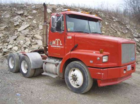 volvo highway tractor volvo 1992 daycab semi trucks