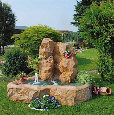 giardino con fontana fontana da giardino trentino con bordo