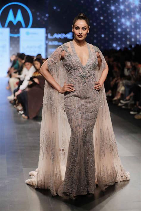 Falguni Shane Peacock It Or It by Lakme Fashion Week 2017 Bipasha Basu Graces The R For