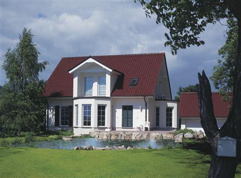 Rotes Dach Welche Fassadenfarbe by Zwischen Klassik Und Moderne Dachziegel Eindeckung