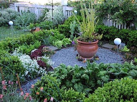 Design Bucket List 3 Design A Beautiful Raised Bed Front Yard Vegetable Garden Design