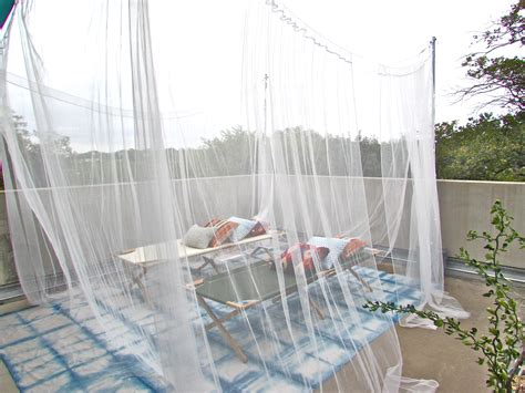 Mosquito netting for porch swing
