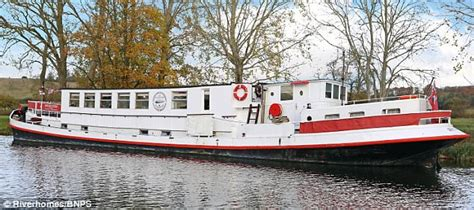 river thames african queen floating hotel on thames is put up for sale for 163 425 000