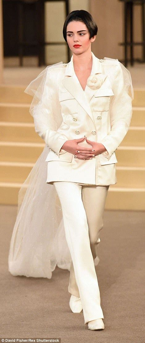 Fashion Week 101 What Does A Dresser Do by Kendall Jenner Is Unrecognisable With A Bob On Chanel