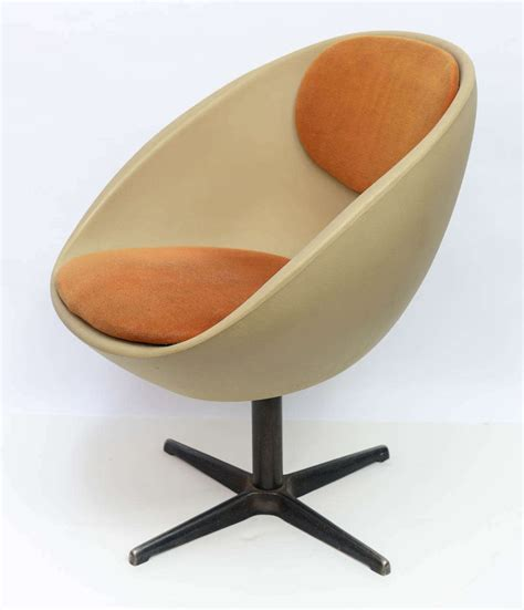 1960s egg swivel chair at 1stdibs