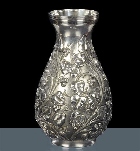 vaso argento vaso in argento con decoro a cesello floreale xix secolo