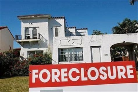 banks neglect foreclosed homes in minority neighborhoods