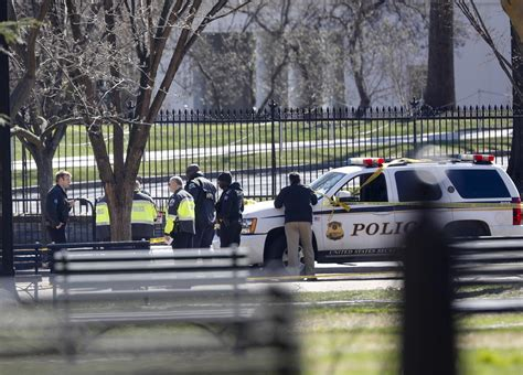 shooting at the white house man dies after shooting himself outside the white house authorities say toronto star