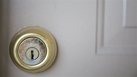 How Much Is A Door Knob With Lock by How Much Does It Cost To Install Deadbolt Locks Angie S