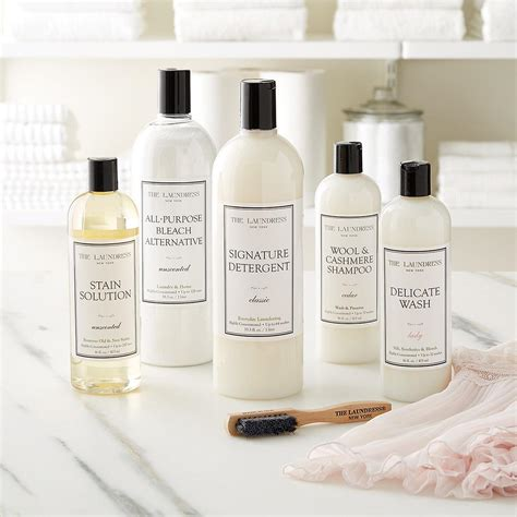 The Laundress the laundress 33 3 oz signature detergent the container