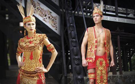 Baju Daerah Suku Dayak ciri khas busana pengantin kalimantan barat mahligai indonesia