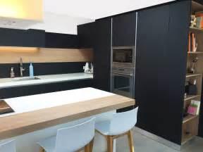 cuisine equipee en bois massif maison moderne