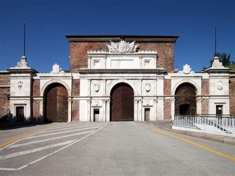 hotel porta vescovo monumenti di verona porta vescovo