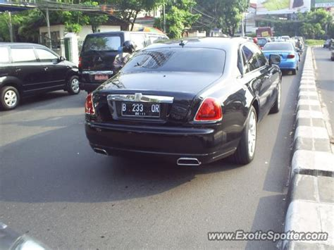 roll royce indonesia rolls royce ghost spotted in jakarta indonesia on 05 09 2011