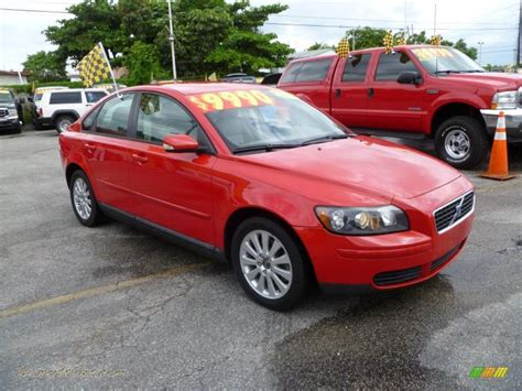 red volvo volvo s40 2004 red
