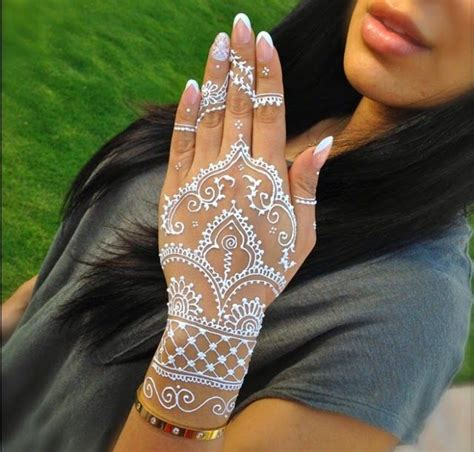 white henna tattoo on hand 25 best ideas about white henna on henna