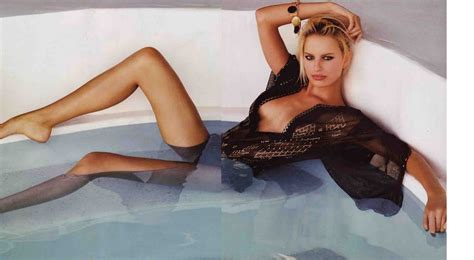 sexy in bathtub celebrity images gallery karolina kurkova vogue magazine