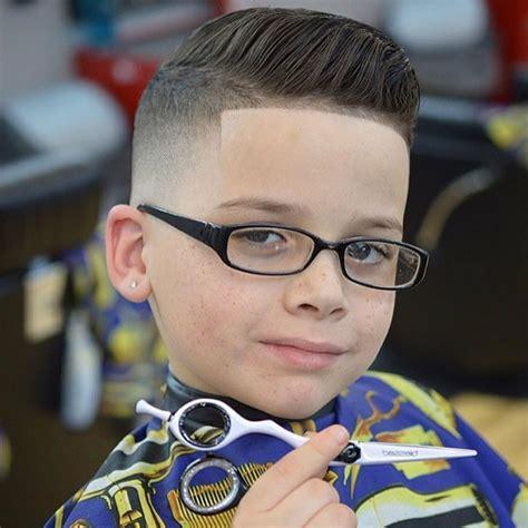 frisuren fur jungs mit brille mittellange haare