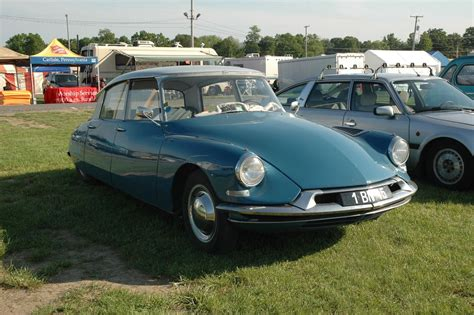 Citroen Ds19 by 1961 Citroen Ds19 Information And Photos Momentcar