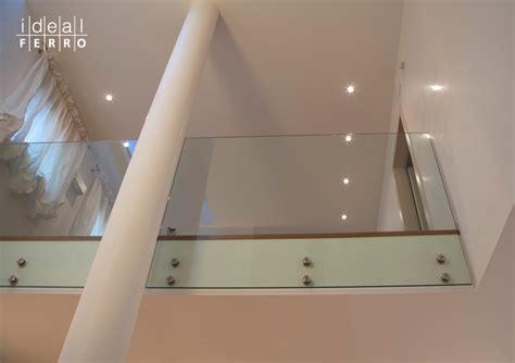 corrimano vetro parapetto in vetro fissato a solaio idealferro