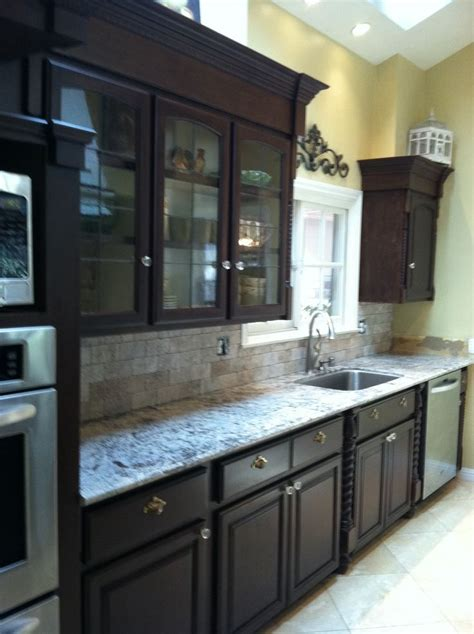 galley kitchen    molding   small space