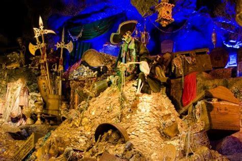 Disney Descendants School Of Secrets 01 Cjs Treasure inside exclusive disneyland club 33 and 1901 club dd017