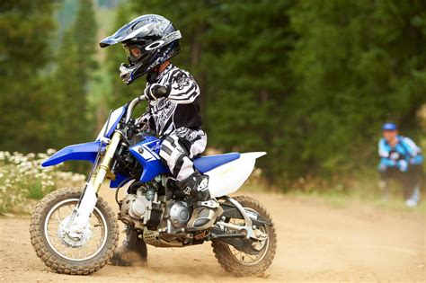 motocross biking 2013 yamaha tt r50e 3 speed automatic dirt bike for kids