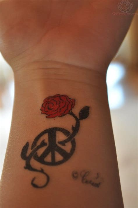 pictures of rose tattoos on wrist 41 graceful flowers wrist tattoos