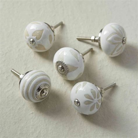 kitchen cabinet door knobs white best free home door handles for kitchen cabinets cabinet doors knobs