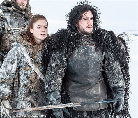 emma stone game of thrones game of thrones kit harington carries falcon on rolling