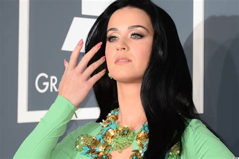 adele grammys dress 2013 see the singer s red carpet look katy perry grammys dress 2013 see the singer s red carpet