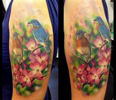 tattoo am oberarm 50 ideen f 252 r m 228 nner und frauen