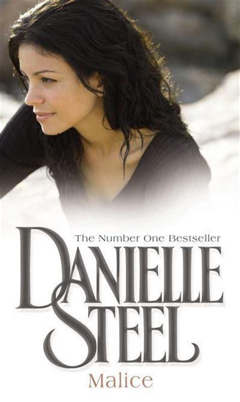 Novel Daniele Steel danielle steel steel and book on